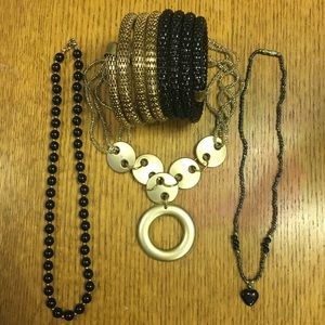 Jewelry - Black and Gold Jewelry Set (4 pieces)